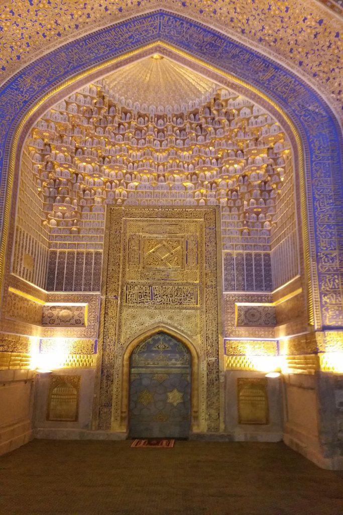 Innenraum der Tilya-Khori-Moschee
