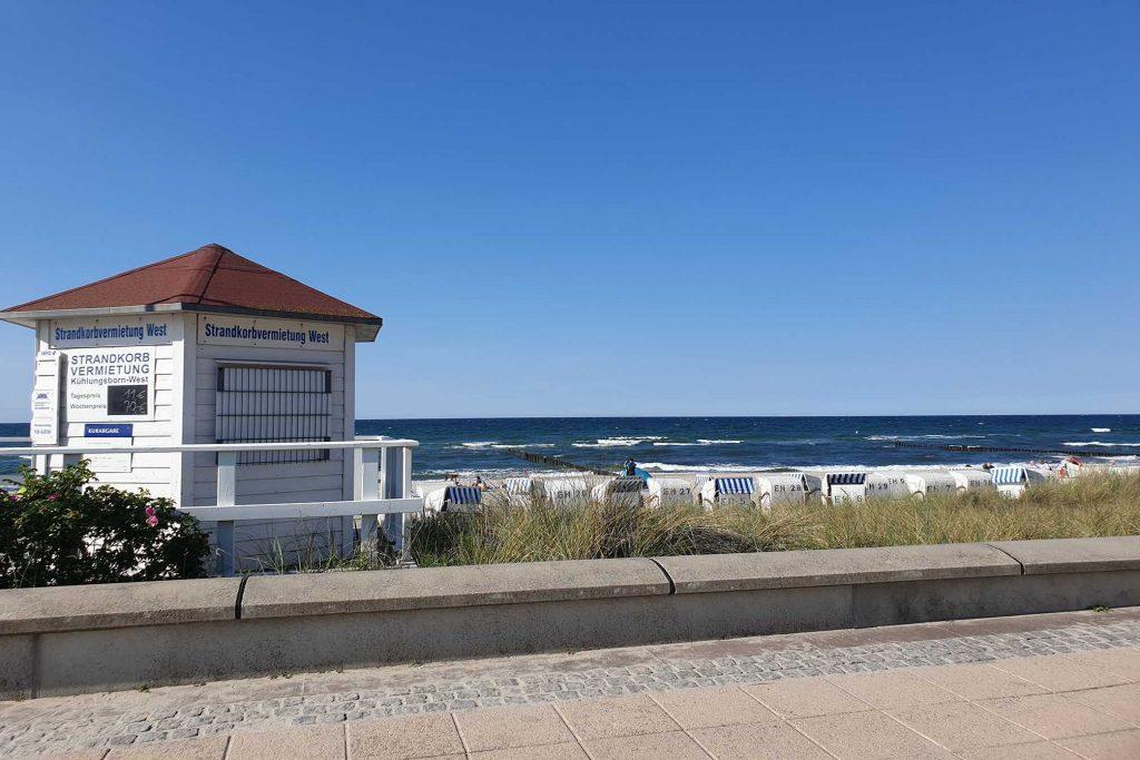 Blick von der Promenade zum Meer in Kuehlungsborn