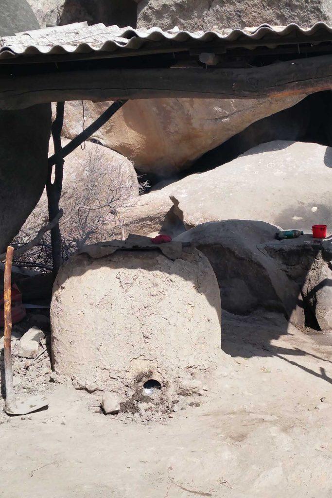 Lehmofen am Strassenrand in Usbekistan