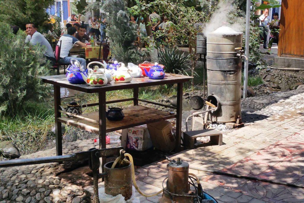 Teestation in einem usbekischen Restaurant